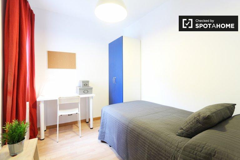 Chambre de charme dans un appartement de 3 chambres à la Puerta del Ángel