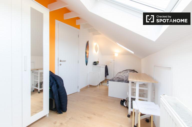 Chambre confortable dans un appartement à Saint-Stevens-Woluwe, Bruxelles