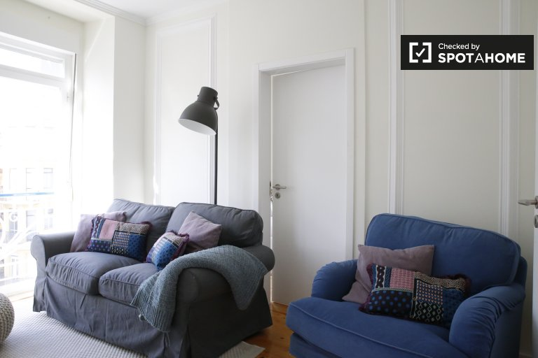 Modern 6-bedroom apartment for rent in Arroios, Lisboa