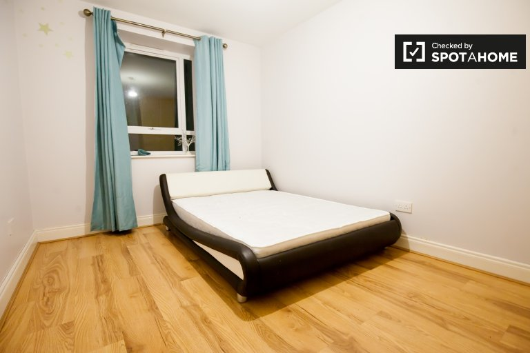 Comfortable room for rent, 2-bedroom apartment in Glasnevin