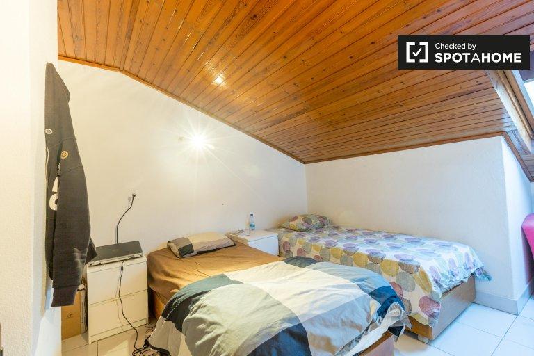 Beds for rent, shared room, 8-bedroom house, Penha de França