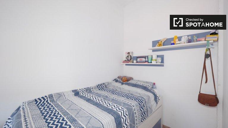 Słoneczny pokój w apartamencie z 3 sypialniami w Poble-sec, Barcelona