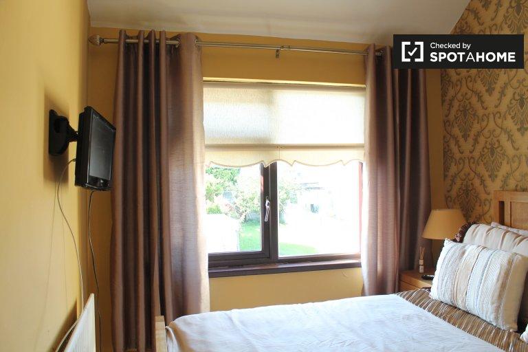 Big room in 4-bedroom apartment in Crumlin, Dublin