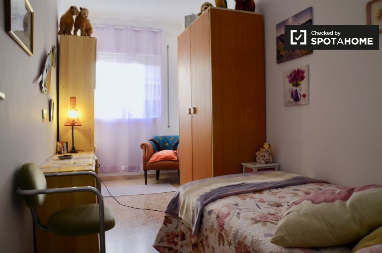 Comfortable room for rent, 3-bedroom apartment, Sant Andreu