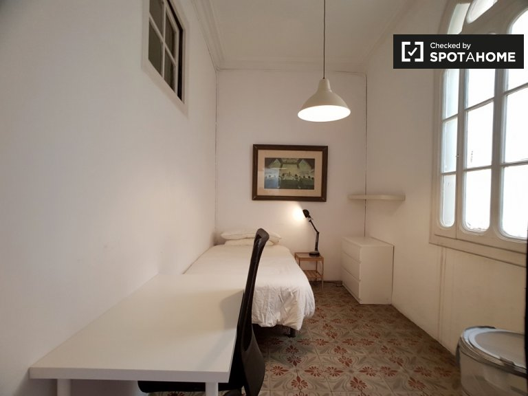 Furnished room in 7-bedroom apartment, Barrio Gotico