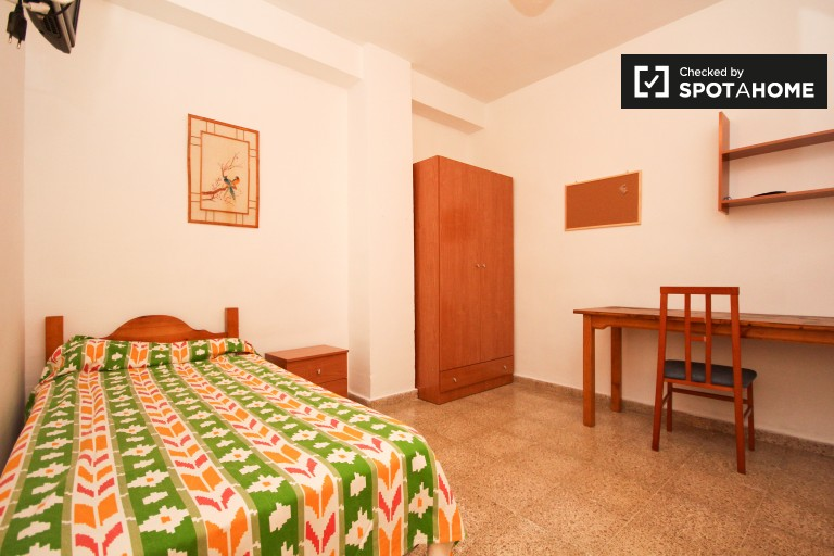 Bedroom 9 - single bed