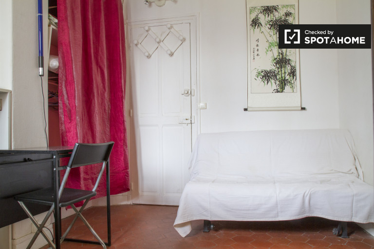 Studio apartment for rent in the 7th arrondissement, Paris