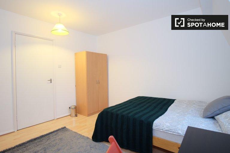 Habitación luminosa en piso de 2 dormitorios en Camden, Londres