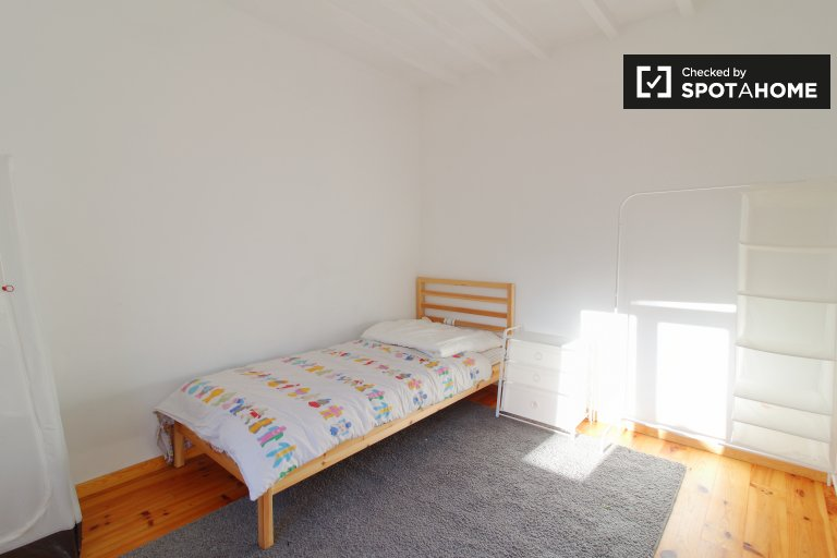 Room for rent in 3-bedroom house in Uccle, Brussels