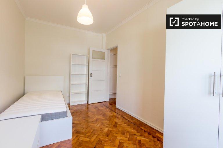 Quarto para alugar em apartamento de 2 quartos em Benfica, Lisboa