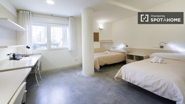 Large shared room with ensuite bathroom - Price per person