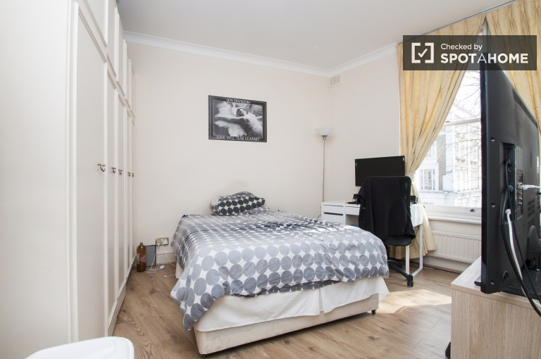 Bedroom 3 with Double Bed and Ensuite