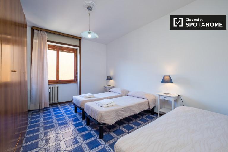 Bedroom 5 - three single beds.