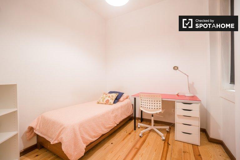 Quartos para alugar em apartamento de 6 quartos na Praça de Espanha