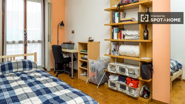 Camera da letto 1 con letto singolo e balcone