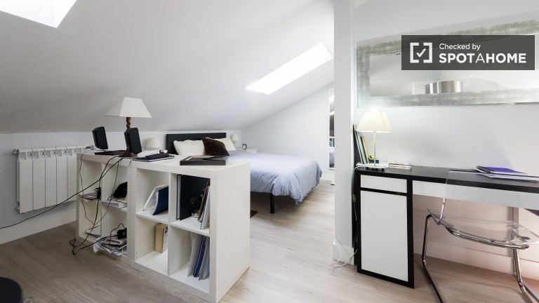 Room 9- studio