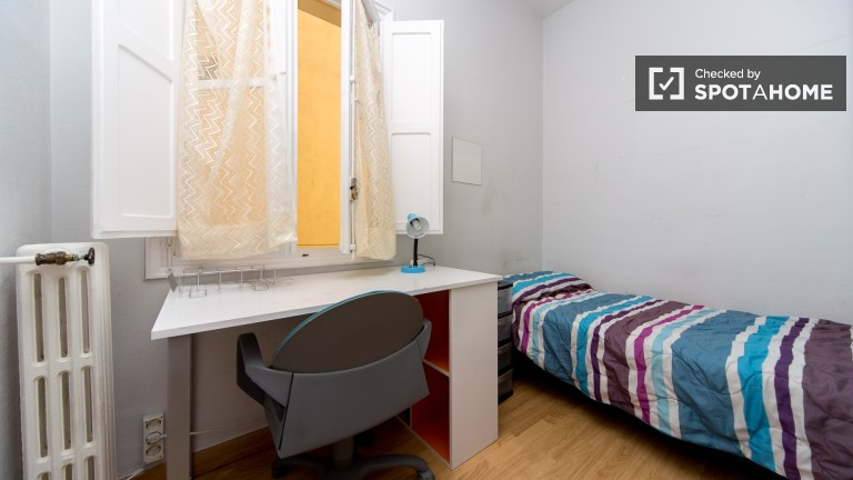 Room 2: Single Bedroom