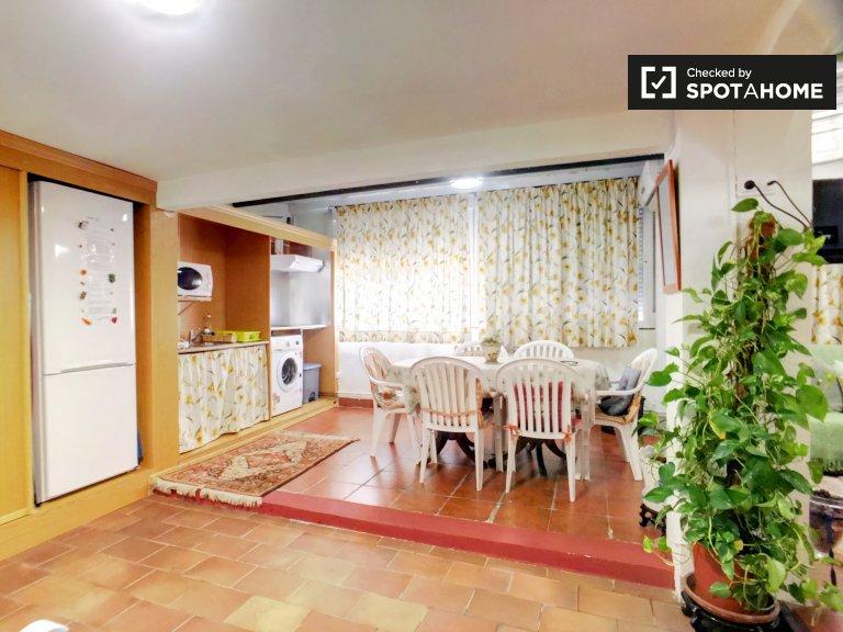 Grande quarto em apartamento de 3 quartos, Puente de Vallecas, Madrid