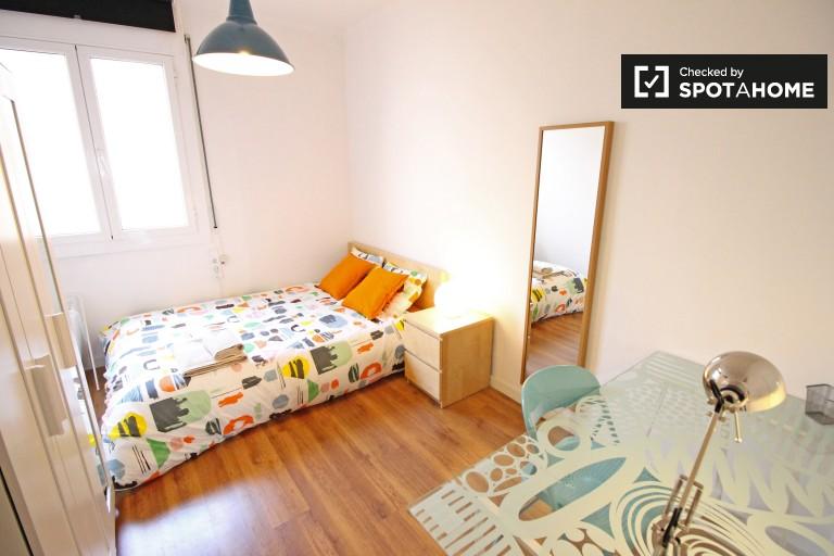 Gràcia'daki ortak bir dairedeki iç mekan odası, Barselona