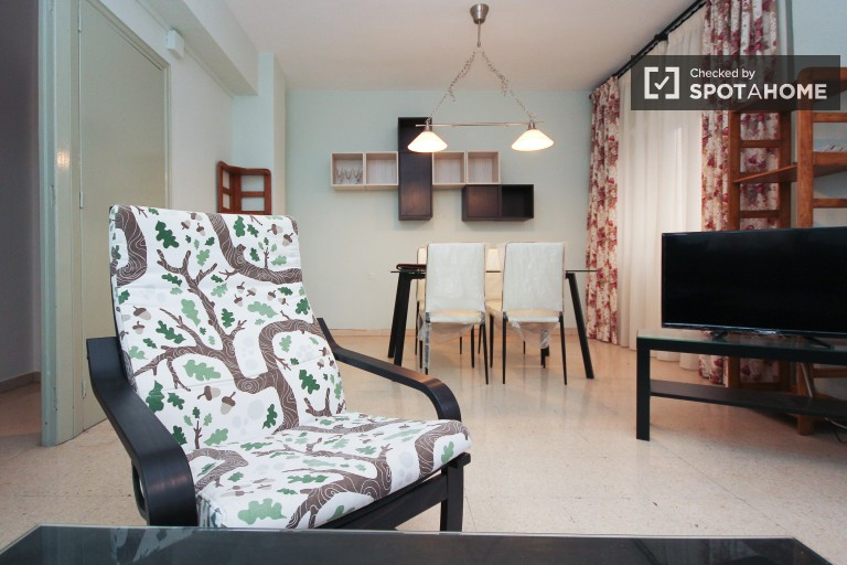 Affordable 2-bedroom apartment for rent in Granada, close to the University