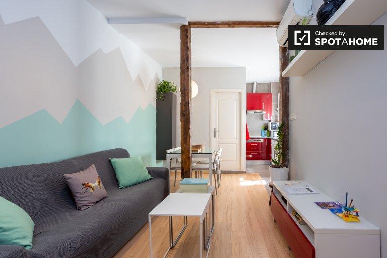Kolorowe dwupokojowe mieszkanie do wynajęcia w Lavapiés, Madryt