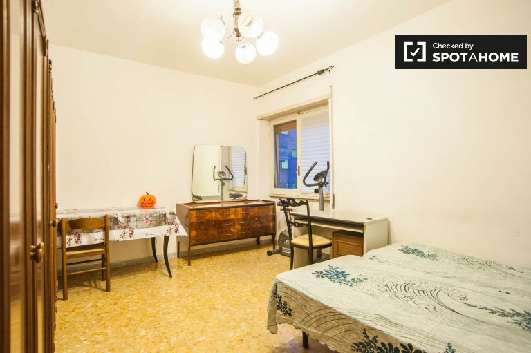 Spacious room for rent in Tiburtina, Rome