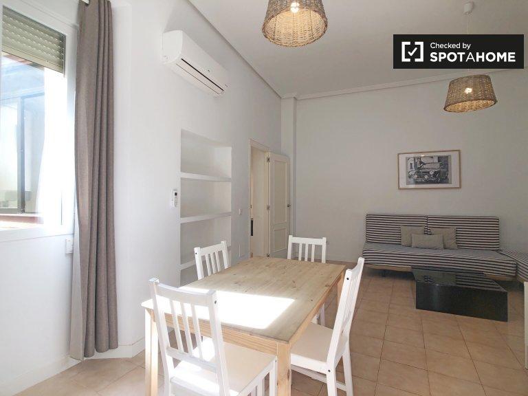 Minimalistyczny apartament z 1 sypialnią do wynajęcia w Centro, Madryt