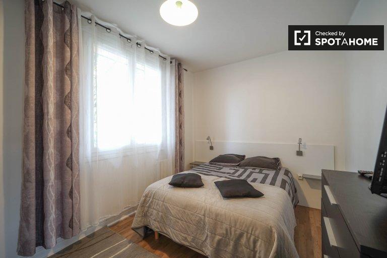 Quiet room in 2-bedroom apartment in Gennevilliers, Paris