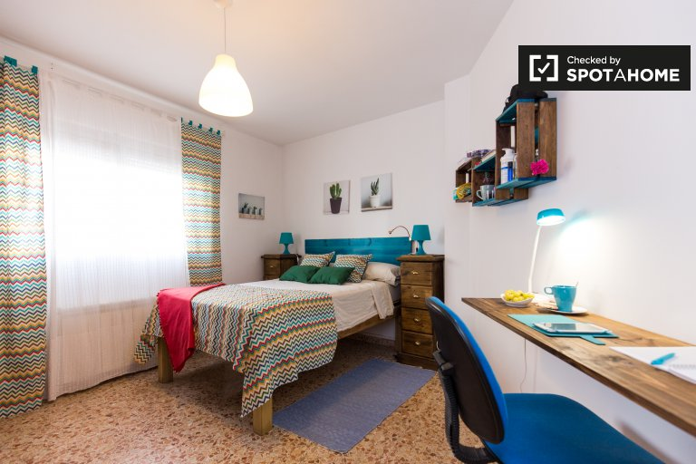 Double Bed in Rooms for rent in a charming 3-bedroom apartment in San Francisco Javier