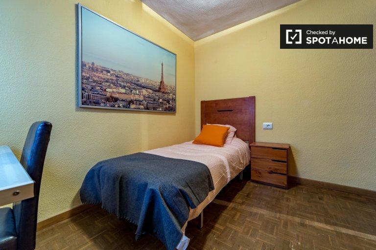 Einladendes Zimmer in einer 4-Zimmer-Wohnung in Algirós, Valencia