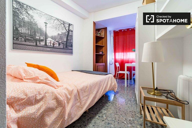 Duży pokój do wynajęcia w apartamencie z 7 sypialniami w Extramurs