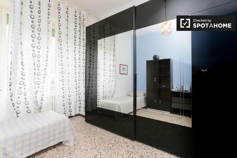 Camera in appartamento con 2 camere da letto nel Quartiere Adriano, Milano