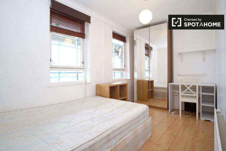 Great room in flat in Kensington, London