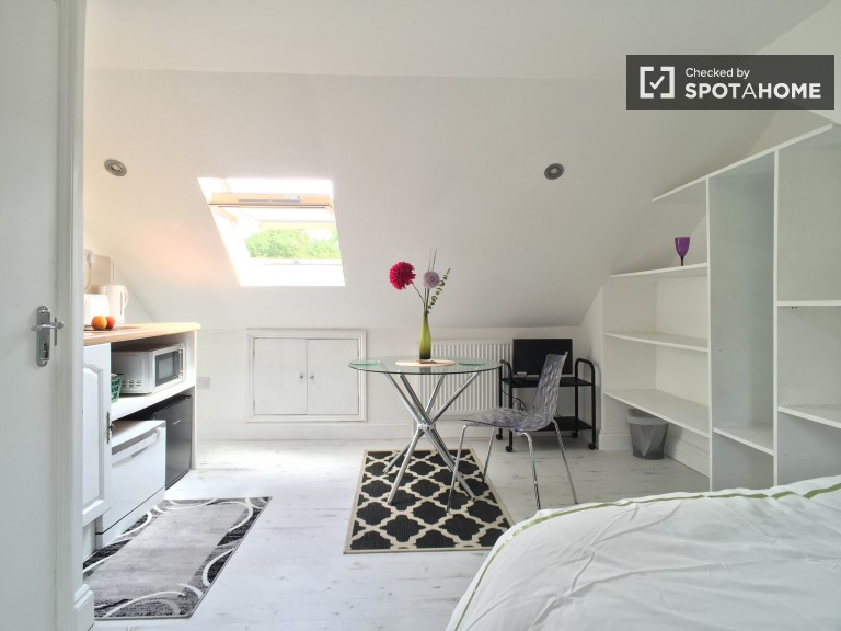 Bedroom 4 - studio room