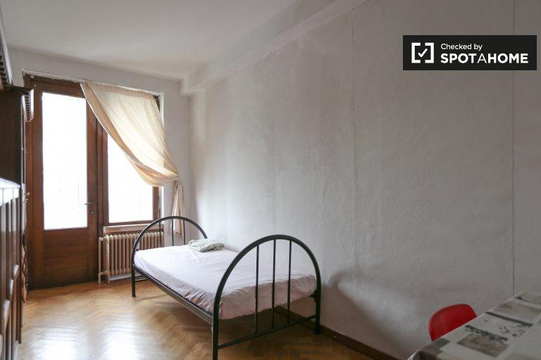 Zimmer zu vermieten in 2-Bett-Wohnung in Schaerbeek, Brüssel