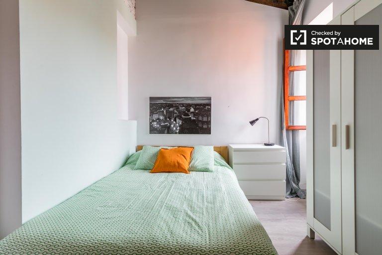 Pokój do wynajęcia w 3-pokojowym mieszkaniu w Ciutat Vella