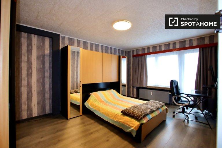 Room for rent in 2-bedroom apartment in Molenbeek, Brussels