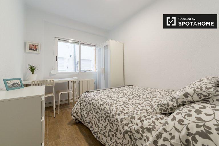 Przytulny pokój w apartamencie z 5 sypialniami w L'Eixample w Walencji