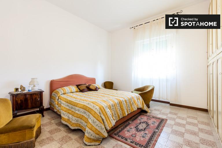 Umeblowany pokój z garderobą w apartamencie w Libii, Rzym