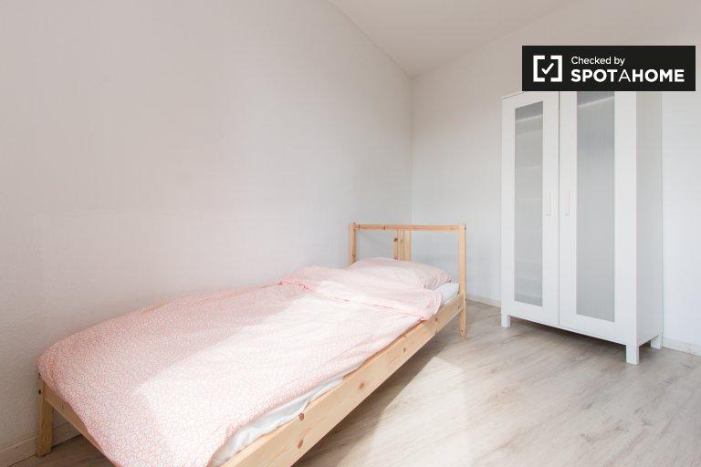 Rooms for rent in 4-bedroom apartment in Mitte, Berlin