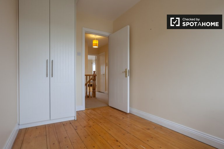 Room for rent in 3-bedroom house in Blanchardstown