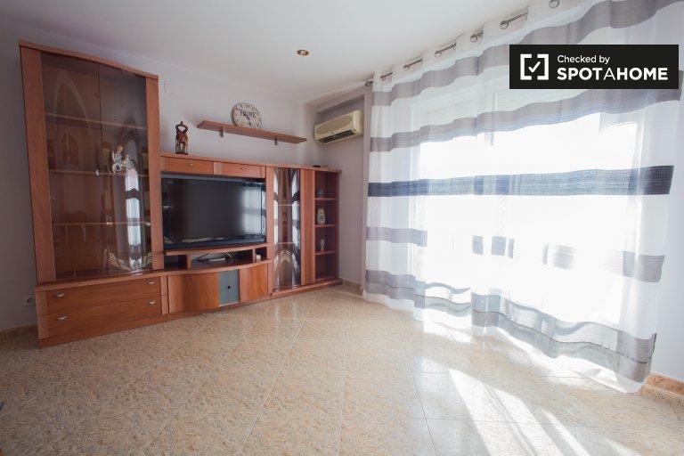 Apartamento de 3 dormitorios en alquiler en Quatre Carreres, Valencia