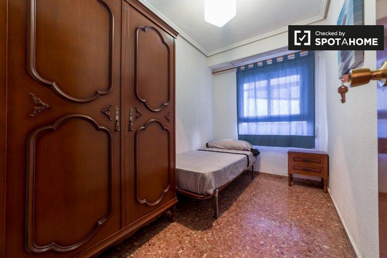 Pokój do wynajęcia w 5-pokojowe mieszkanie w Ayora, Valencia
