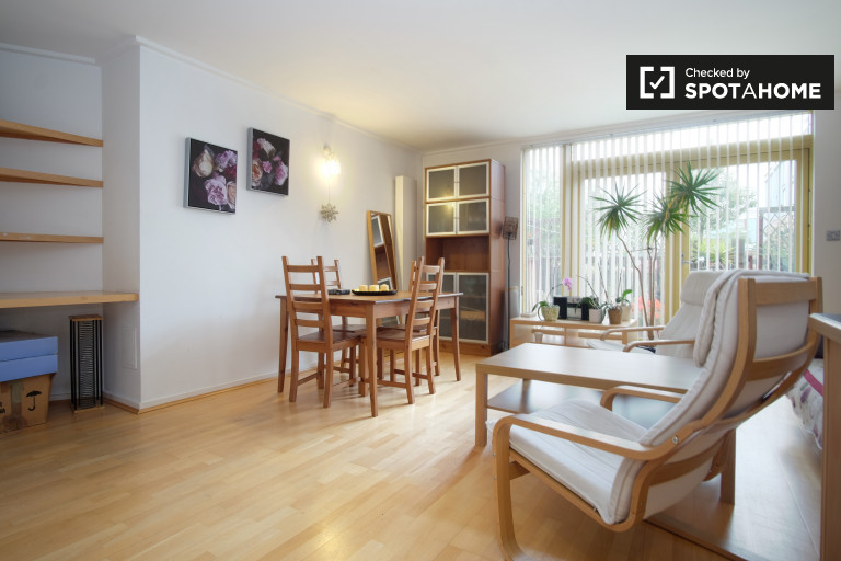 1-bedroom apartment with patios to rent in North Greenwich, Travelcard Zone 2 and Zone 3
