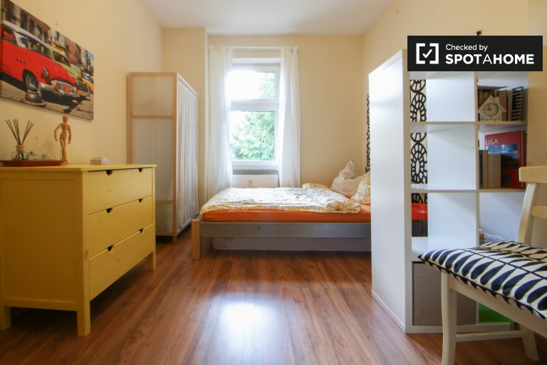 Double Bed in Rooms for rent in stunning 2-bedroom apartment in Tegel, Berlin