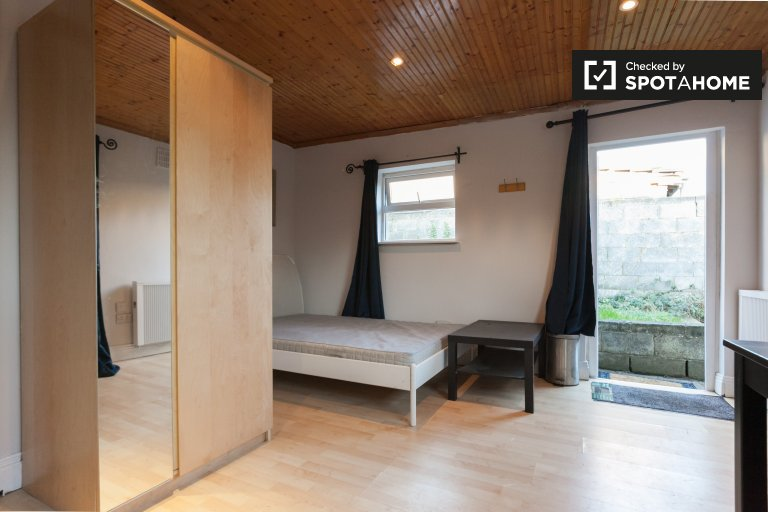 Furnished studio apartment for rent in Yellowmeadows, Dublin