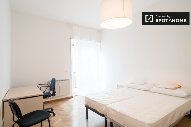 Double Bed in Rooms for rent in spacious and luminous 5-bedroom apartment in Ostiense