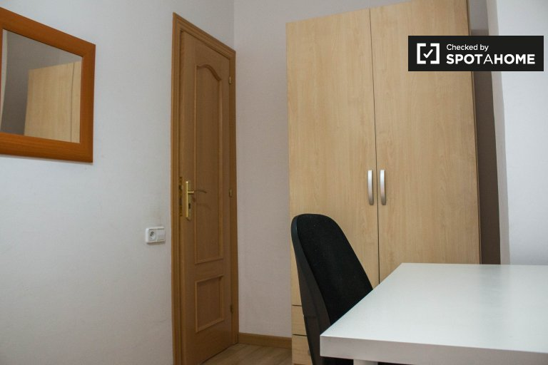 Tidy room for rent in 3-bedroom apartment in Sant Martí