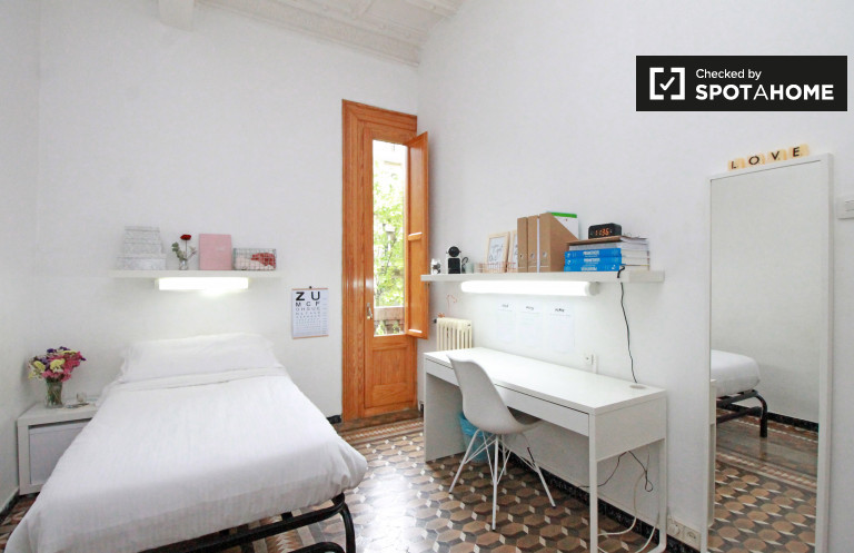 Single Bed in Beds for rent in residence hall in Eixample Esquerra, near Universitat de Barcelona