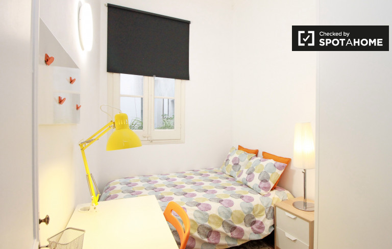 Grande camera in appartamento con 8 camere da letto a Barri Gòtic, Barcellona